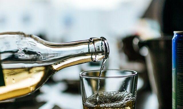 Trinkflaschen: Glas & Edelstahl statt Plastik